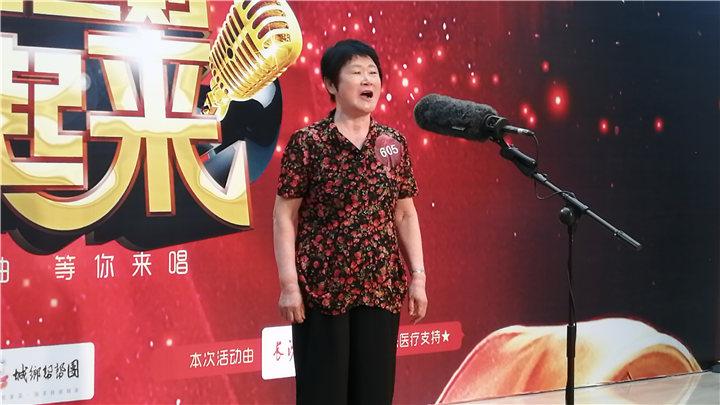 骏丰频谱老爸老妈唱起来:605号选手周菊香